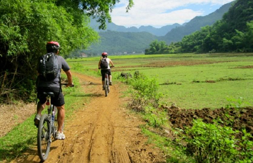 HANOI CYCLING TOUR TO MAI CHAU AND PHU YEN