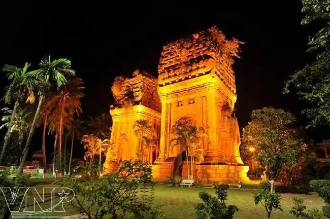 10-DAY TOUR THROUGHOUT VIETNAM