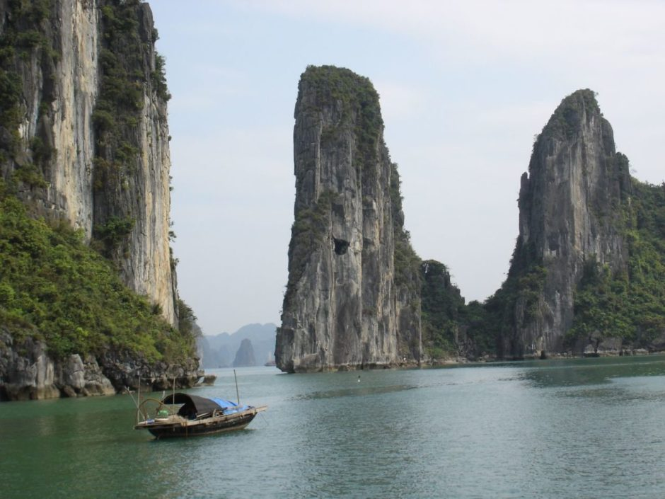 WEST-TO-EAST VIETNAM HIKING TRIP PLUS HALONG BAY
