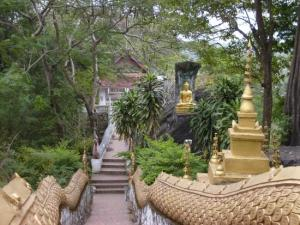 Luang Prabang Sightseeing Tours of Highlights and Pak Ou Cave