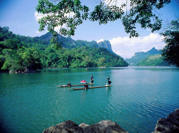EXOTIC HANOI MOTORBIKE TOUR TO HA GIANG