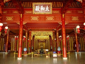 HALF-DAY HUE TOUR TO IMPERIAL CITADEL & ROYAL ART MUSEUM