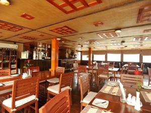 RV Lan Diep Upstream Cruise Tour from Saigon to Phnom Penh