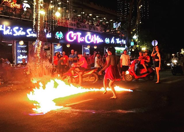 Playing with fire #fire #playingwithfire #saigonstreetstyle #hochiminhcity🇻🇳