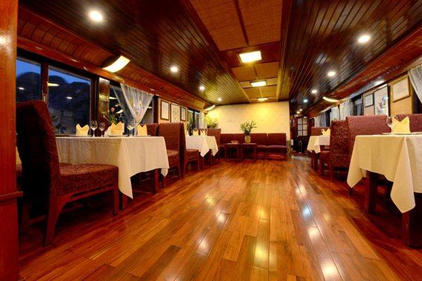 Imperial-Classic-Cruise-restaurant