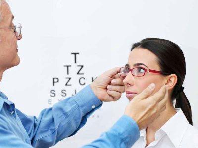 eyecheckup-ベトナム病院-視力検査