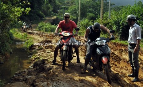 Motorbike Tours in Vietnam North West Pic08