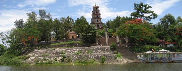 Perfume River + Thien Mu Pagode - Hue, Vietnam