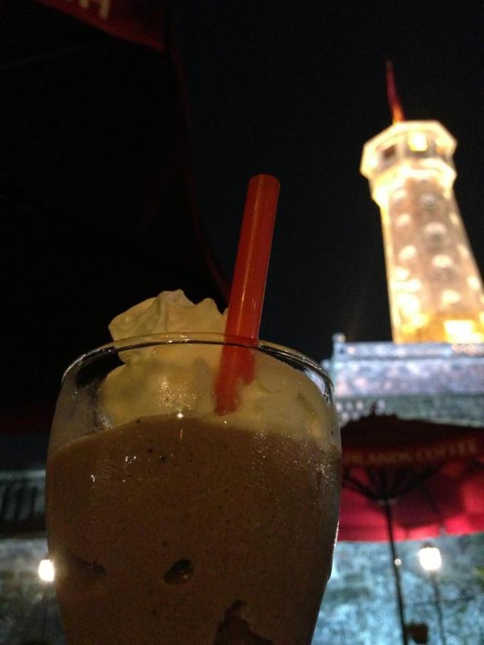Highlands Coffee Cột Cờ