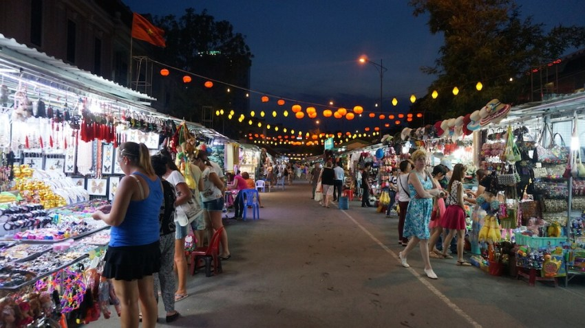 Ночной рынок в Нячанге (Night market)