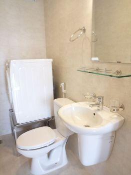 Туалет в апартаментах в районе Ан Вьен