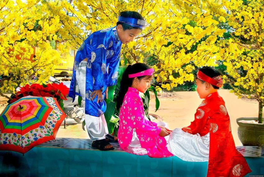 Вьетнамские дети в праздничных костюмах