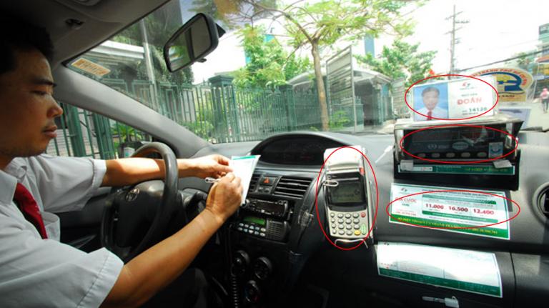 Вьетнамское такси изнутри: терминал, цены, водитель и счетчик.