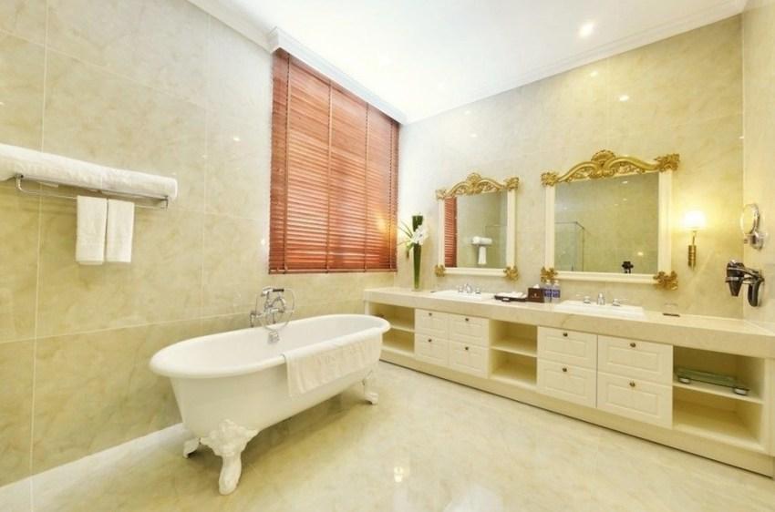 Большая и уютная ванная