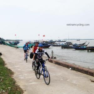 cycling hue, hoi an, nha trang