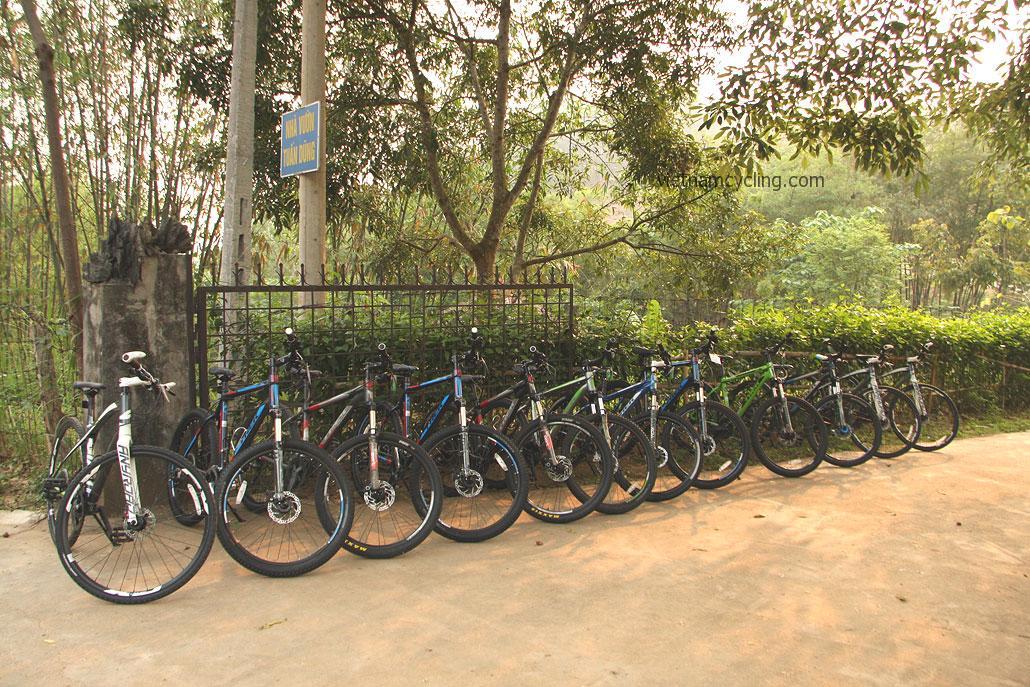 trek and giant bicycles, hanoi