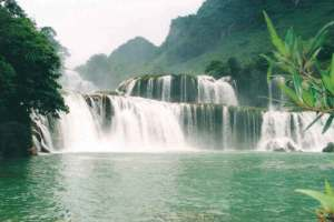 cao bang 1 ban gioc - HANOI MOTORCYCLE TOUR TO BA BE LAKE AND BAN GIOC WATERFALL