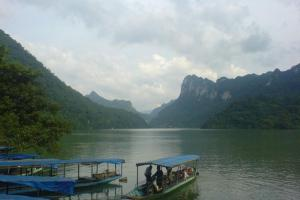 thuyen ho ba be - HANOI MOTORCYCLE TOUR TO BA BE LAKE AND BAN GIOC WATERFALL