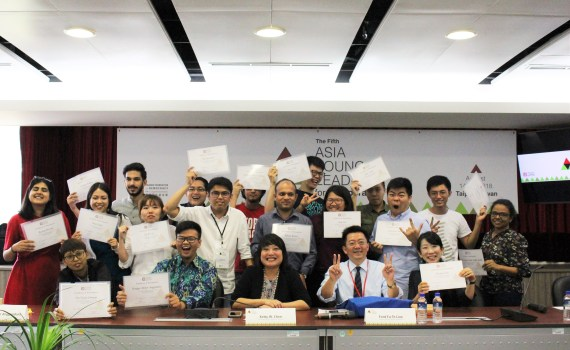 Toan-bo-hoc-vien-cua-khoa-AYLD2018-cung-lanh-dao-Taiwan-Foundation-for-Democracy_VIETNAM-VOICE