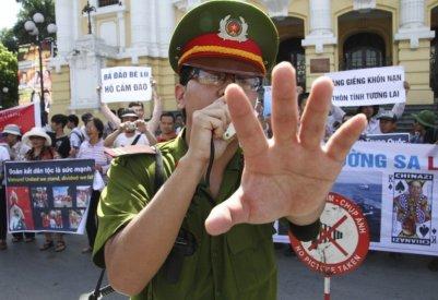 cac-quyen-dan-su-dang-ngay-cang-bị-that-chat-tai-Vietnam-trong-vong-3-nam-qua_VIETNAM-VOICE