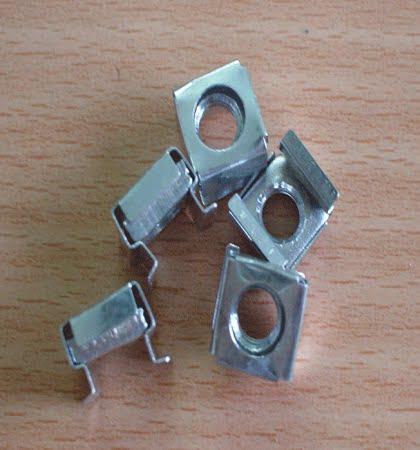 Ốc vuông M6 lắp tủ Rack, tủ mạng (màu trắng) 3