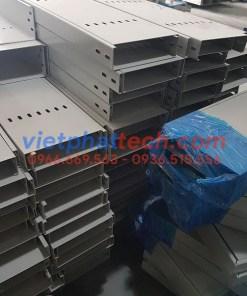 Sản xuất máng cáp sơn tĩnh điện 200x50