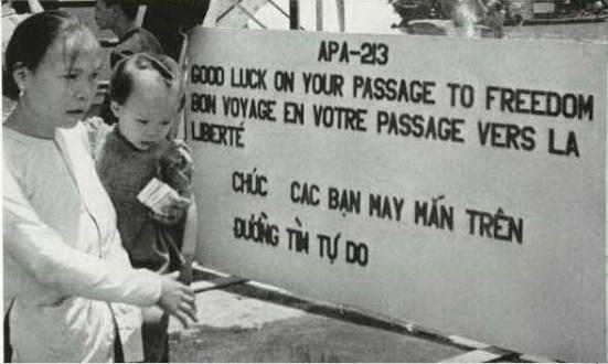 Khoảng một triệu người dân miền Bắc (khoảng 800,000 người Công giáo di cư đến miền Nam Việt Nam trong những năm 1954–1955 theo những chuyến tàu do Pháp và Mỹ tổ chức. (Ảnh National Geographic)