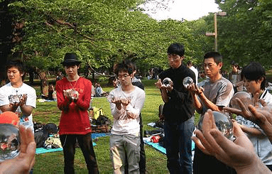 ( C ) Japan Contact Juggling Convention http://jcjcyoyogi.wix.com/jcjc#!about/cfvg