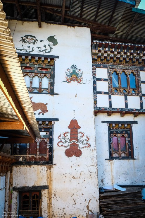 Each house is decorated with traditional motives - garuda, tiger, dragon and .... penis.