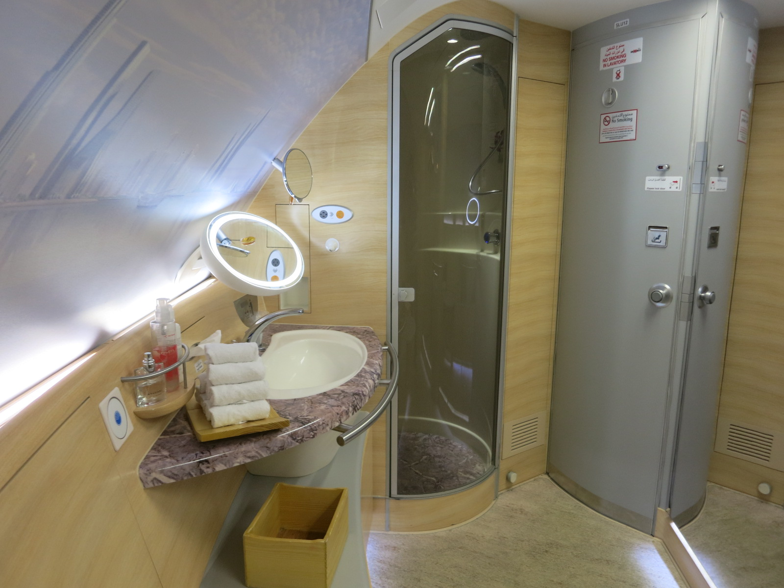 Review Emirates A380 First Class Suite Shower Spa