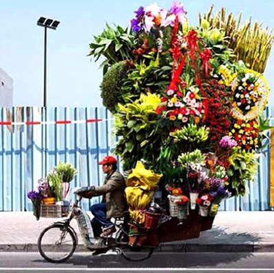 China's booming online business: Delivering flowers to customers