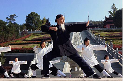 100-year Old Daoist Zhang Zhishun plays kungfu