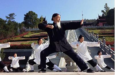 100-year Old Daoist Zhang Zhishun plays kungfu