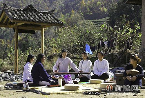 Agroup of lifestyle hermits holding an outdoor concert in later summerafternoon