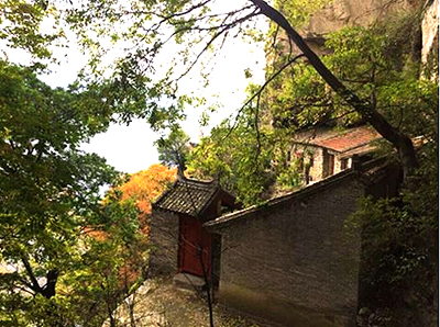 A Buddhist nuns' courtyard (photo from 一心)