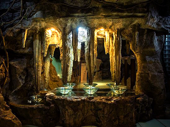 A restroom in a Chinese public toilet looks like a treasure cave in a mountain