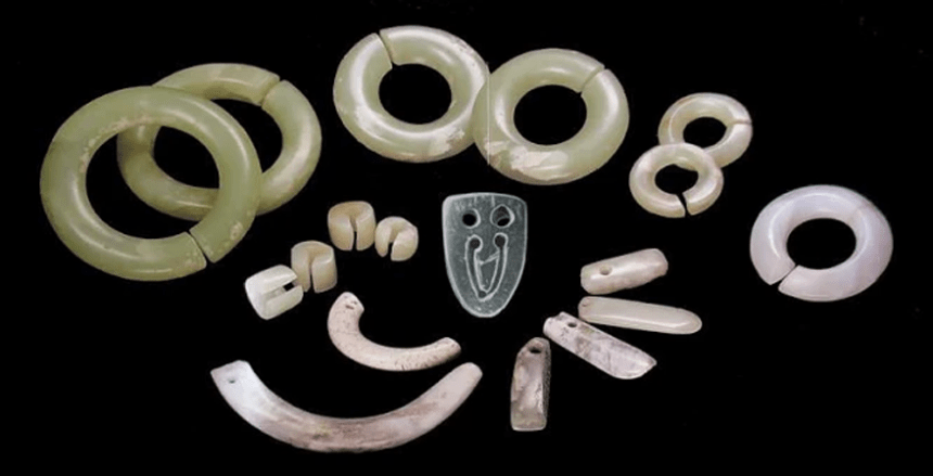 Jade relics were unearthed from Xinglongwa Cultural site