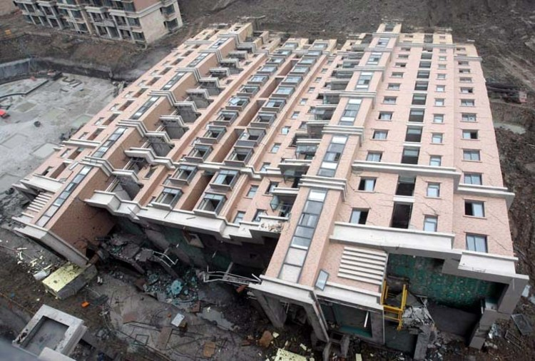 Nine missing and eight dead in Chinese building collapse