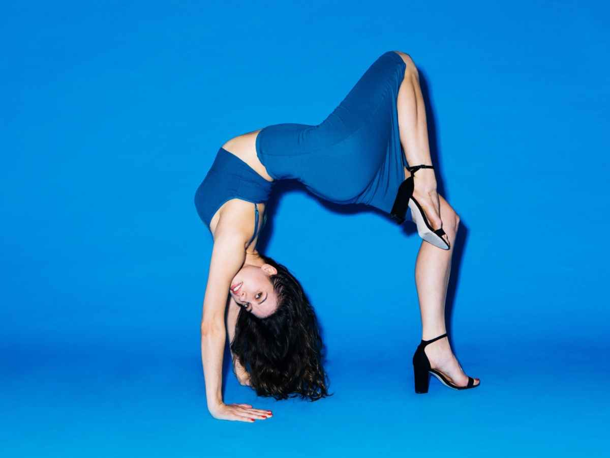 1524635540955866-american-apparel-re-launches-with-back-to-basics-campaign-09