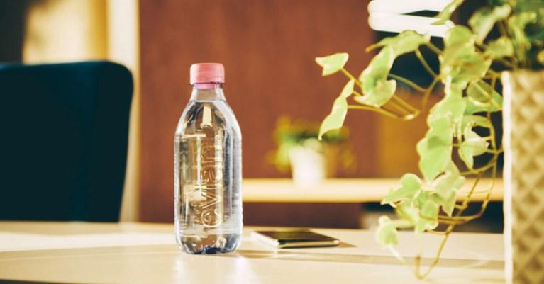 evian bouteille recyclable sans étiquette