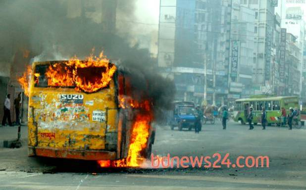 6/15 Suspected Opposition supporters set fire to a bus at Dhaka's Mirpur-1 during the second day of the Opposition's nonstop blockade on Thursday. Photo: bdnews24.com