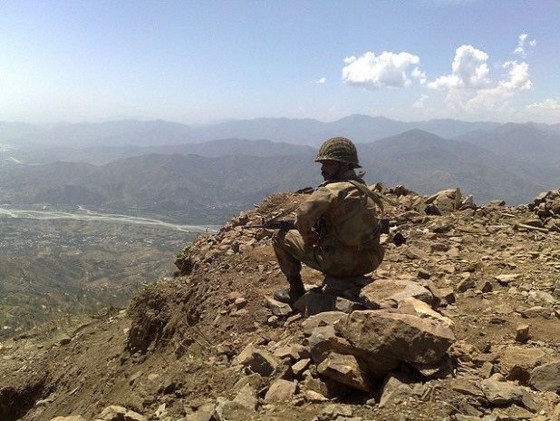 A Pakistani troop man  a strategic height in Malaknad region of Khyber Pakhtoonkhwa province. (Photo by Al Jazeera English, Creative Commons License)