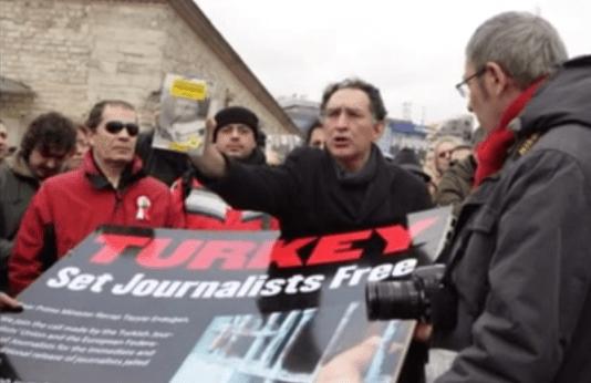 Turkish journalists protest against curbs on media. (Photo via turkeypressfreedom.org)