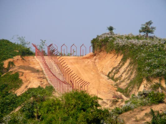The Indian Border Fence along the Bangladeshi border along India's Meghalaya district. (Photo by lepetitNicolas, Creative Commons License)