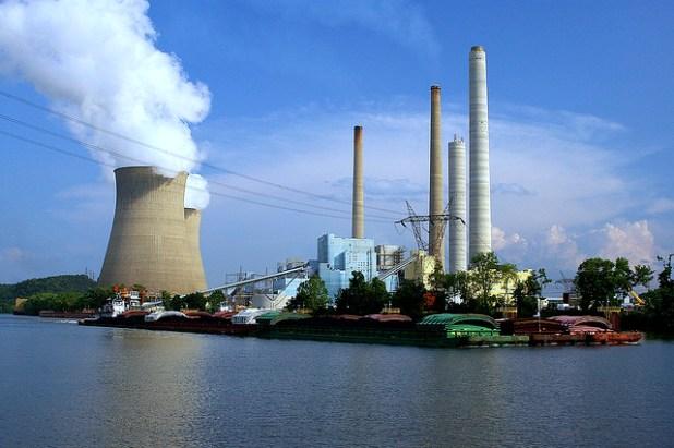 John E. Amos Power Plant coal-powered plant in West Virginia. (Pho†o by Wigwam Jones)