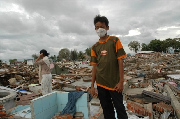 Survivors surveying the ruins of their former homes after the tsunami hit in Meulaboh, West Aceh (File photo 2004, by Jefri Aries/IRIN)