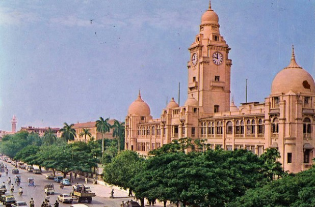 Karachi is Pakistan's commercial hub. Political violence in the city has adversely impacted its economy for years. (Photo by damian entwistle, Creative Commons License)