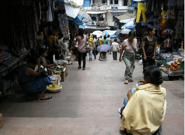 Market in Aizawl. More than 2886 Chakma names were deleted from the electoral roll, published in 1995 and 1996, from Aizawl district alone. (Photo via Wikimedia Commons)