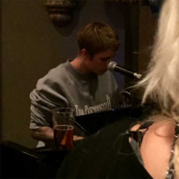 Justin plays sweet tunes at Fifth Pubhouse (Image: Fifth Pubhouse)