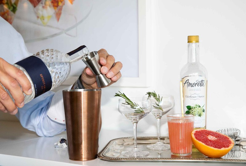 Elderflower Cocktail - Holiday Hosting, Holiday Cocktails | View the VIBE Toronto